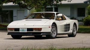 Ferrari-Testarossa-bianca-mono-specchio-Miami-Vice- (1)